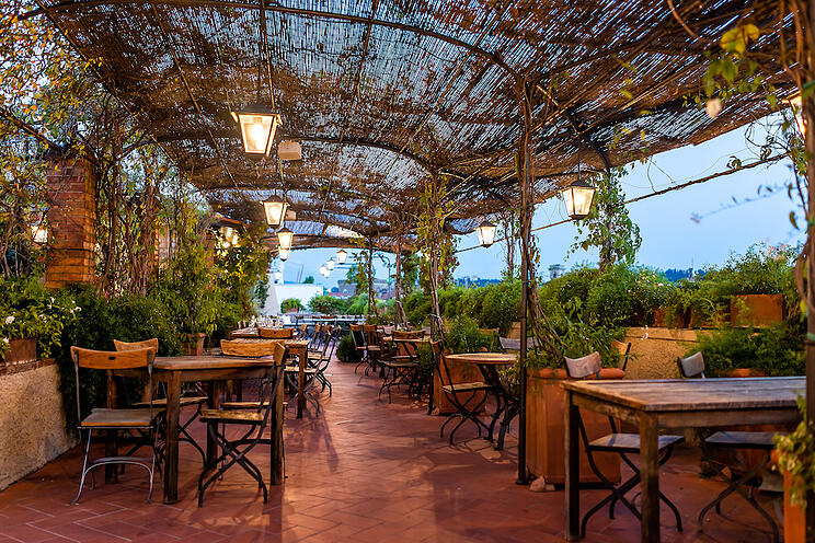 Restaurant Patio Ambiance