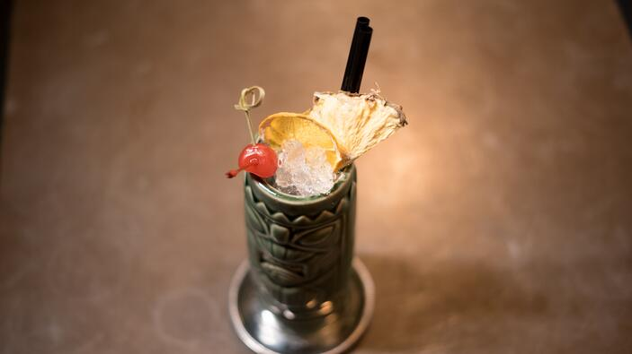 tiki-bar-cocktail